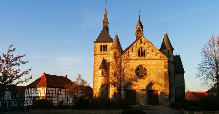 Ossendorfer Pfarrkirche im Dezember